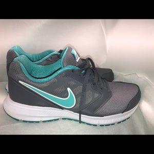 New w/o Box Nike Downshifter 6 Wm 9.5